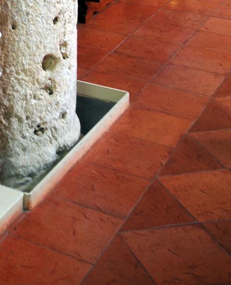 Il nuovo pavimento in cotto maiolicato. Questo va bene per il Ministro ...
